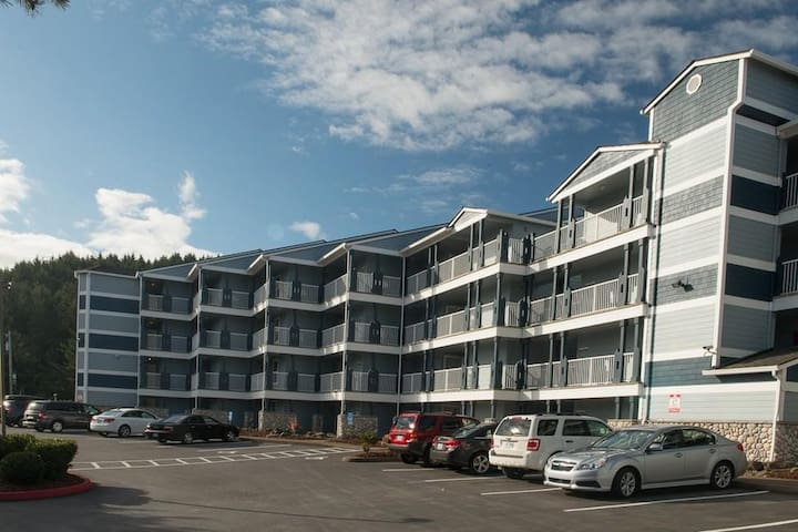 Enjoy this top floor condo with views of the bay and ocean in Lincoln City!