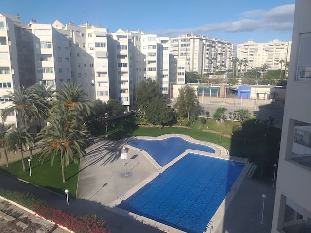 Alicante,apartamento con piscina a 15 min centro
