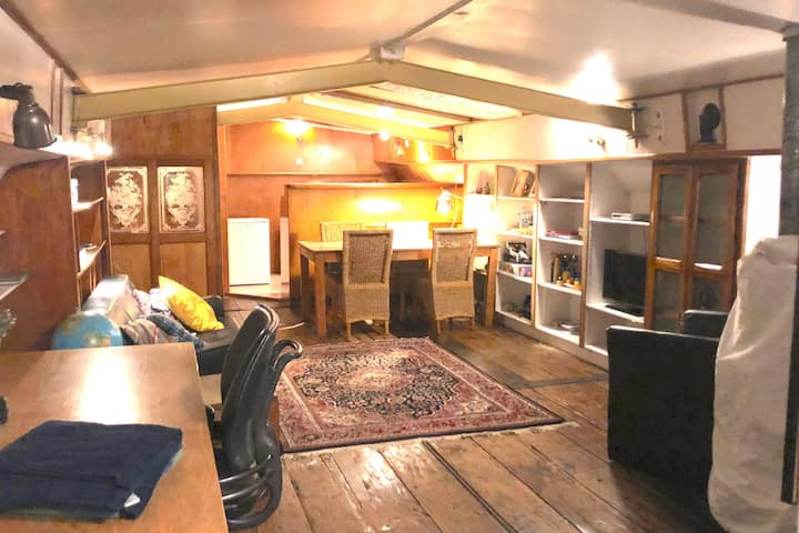 Entire Houseboat