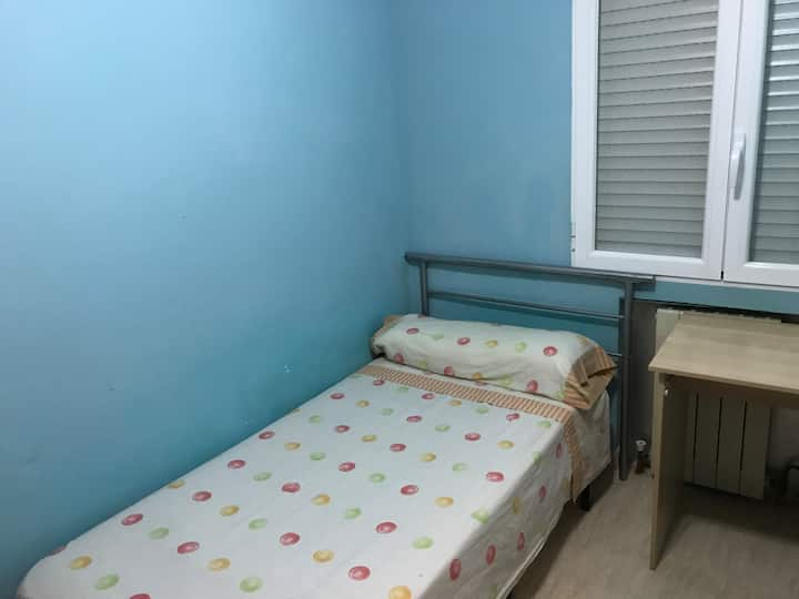 Room near uni and metro