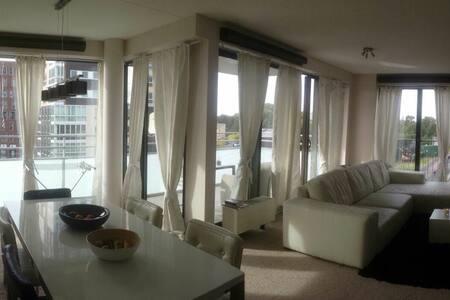 Cozy room in the vibrant area of Amsterdam - Amsterdam-Zuidoost