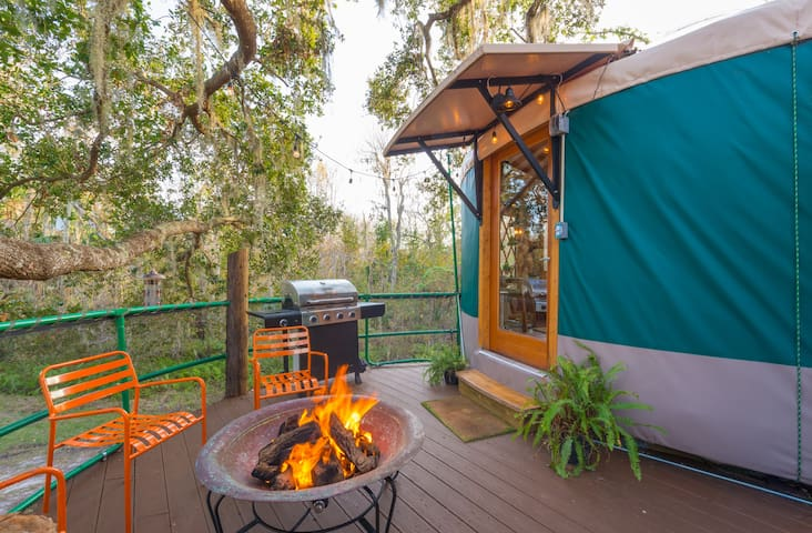 TheYurt deck with fireplace and grill