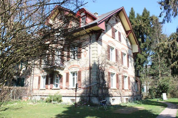 Bed and Breakfast near Bärengraben - Bern - Huis