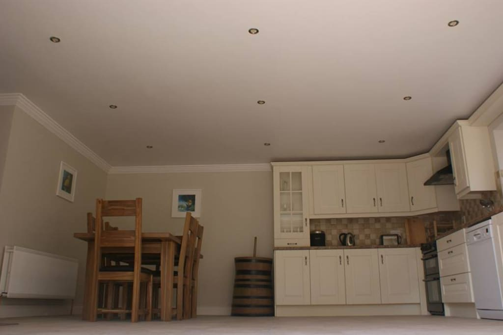 Large Kitchen with all mod cons, seats 6, perfect for a dinner party.
