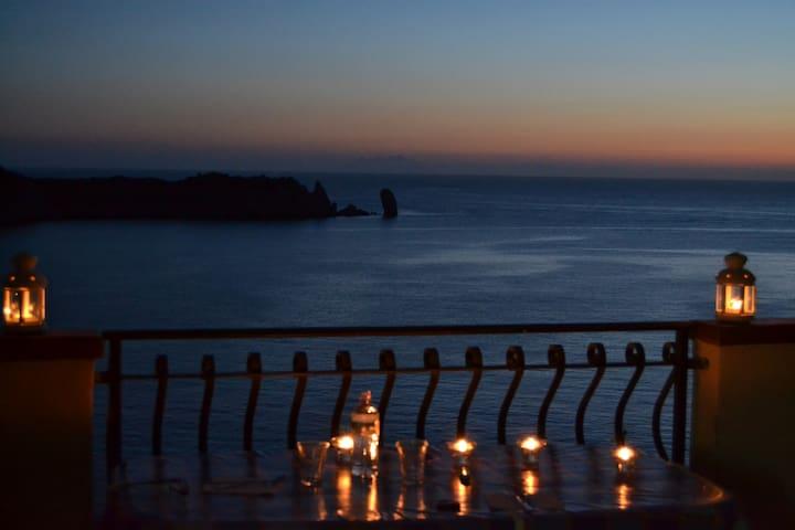 ROMANTIC BEACH HOUSE ... AGAIN ! - Isola del Giglio - Apartment