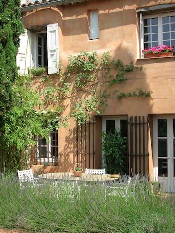 La Courette Bed and Breakfast - Durfort-et-Saint-Martin-de-Sossenac - Hus