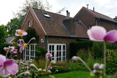 Charming B&B near Maastricht - Noorbeek - Aamiaismajoitus