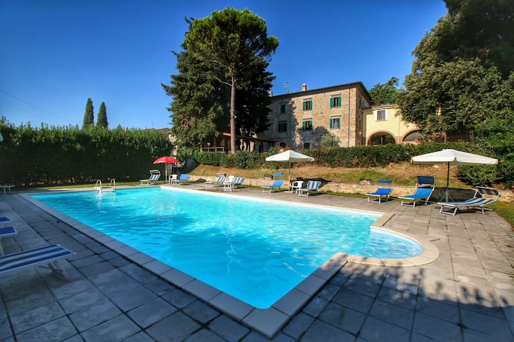Beautiful Farmhouse with Jacuzzi in Umbria