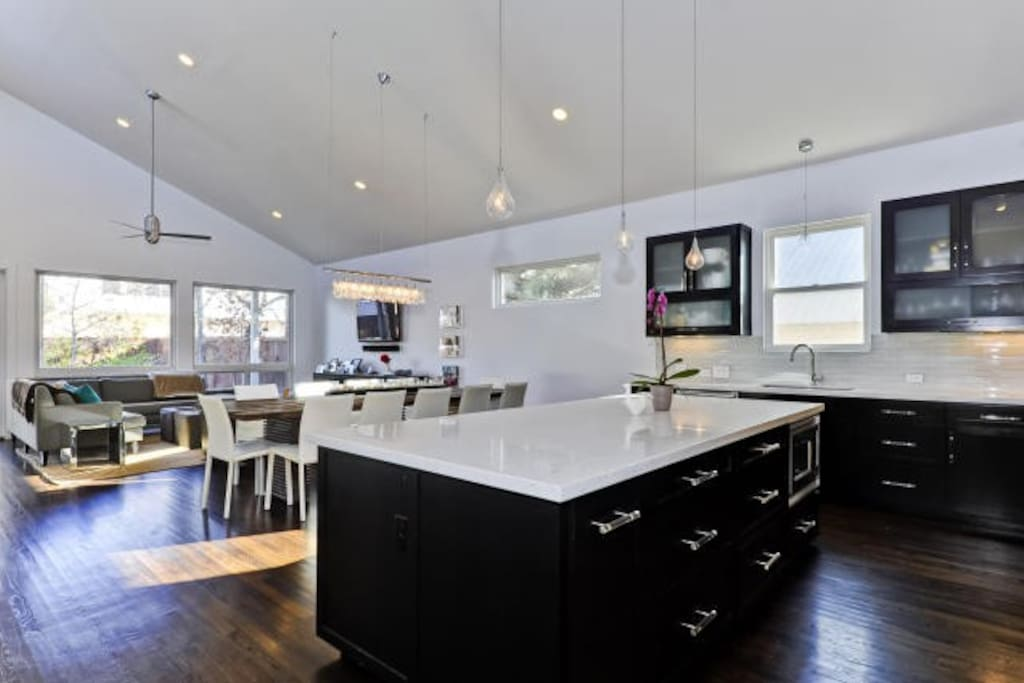 Sxsw s congress contemporary 4 br houses for rent in for U s senate dining room