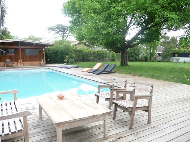 piscine au sel , terrasse, jardin....