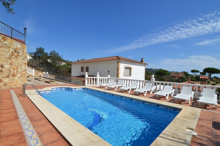 Dance - magnificent villa with chill out area - Lloret de Mar - Faház