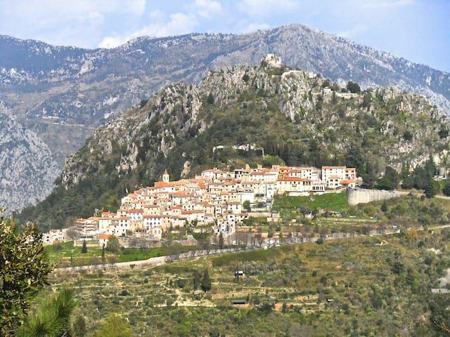 Medieval village 10 km above Menton - Sainte-Agnès - Casa