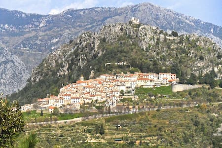 Medieval village 10 km above Menton