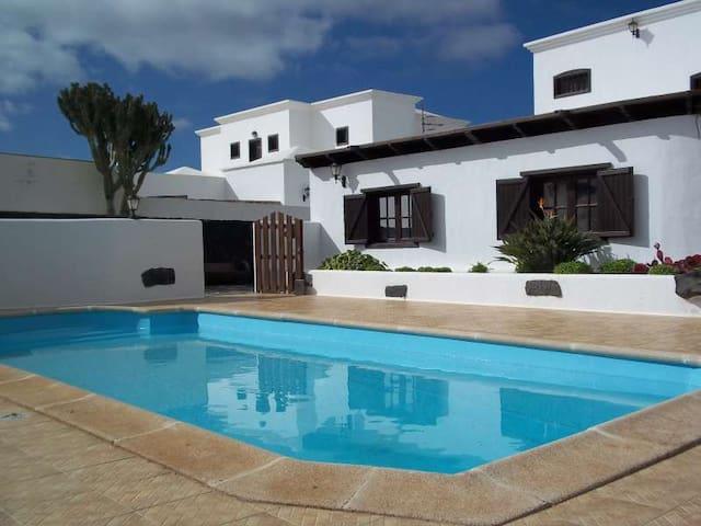 Villa BRIVETO in La Vegueta for 6p - Tinajo - Villa