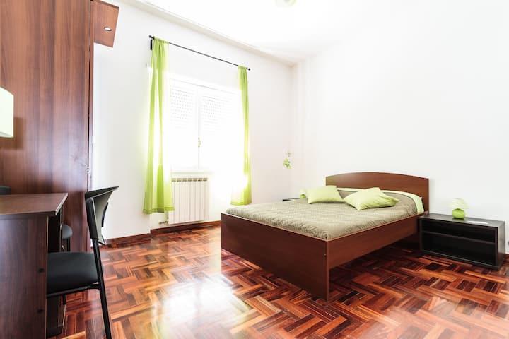GREEN-GO Room-Central-PRIVATE BATHR