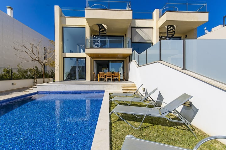 Villa Aqua: Modern villa with amazing sea views!