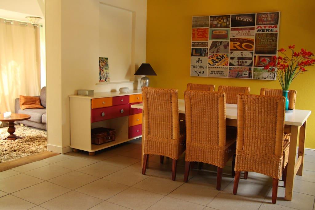 woonkeuken met een aparte zitgedeelte