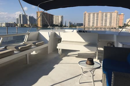 Great HouseBoat by the beach - Sunny Isles Beach