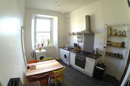 Glasgow Westend 1 bedroom Flat for up to 4 pax. - Glasgow