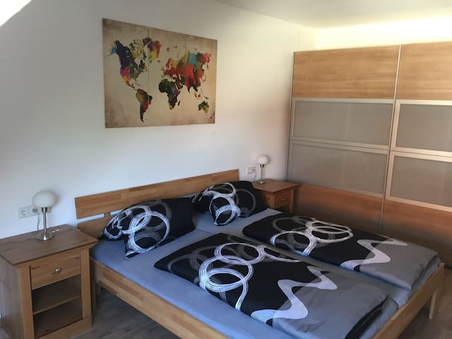 Ruhige helle 2 Zimmer Ferienwohnung Zell a.Main