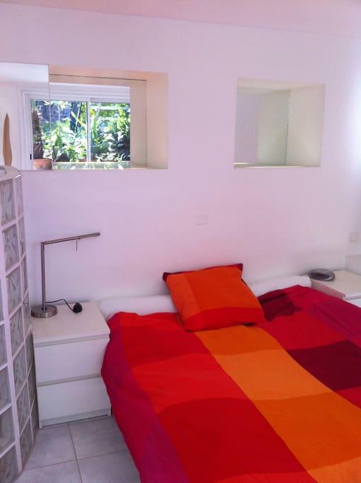 un jardin aux chartreux chambres d 39 h tes louer marseille provence alpes c te d 39 azur france. Black Bedroom Furniture Sets. Home Design Ideas