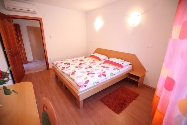 Double room 3 with private bathroom - Barka - Huoneisto