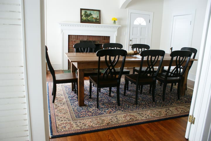 Dining/conference room