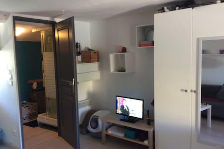 studio dans maison de village 5mn d'Aix - Saint-Marc-Jaumegarde - อพาร์ทเมนท์