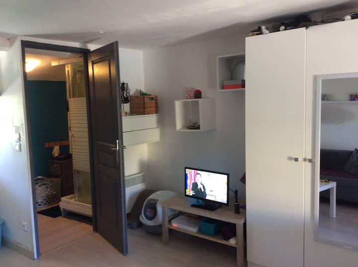 studio dans maison de village 5mn d'Aix