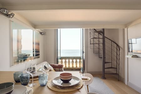 BREATHTAKING ACCOMMODATION WITH SEA VIEW