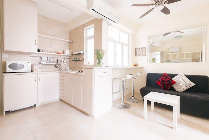 Fabulous 2 Bdrm Aprt Open kitchen