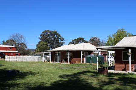 DixiGlen Farm - Lorikeet Cottage - Dixons Creek
