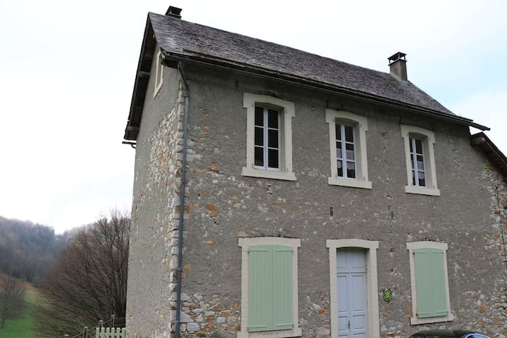 Gite Etage Maison de Montagne  - Galey - Appartement