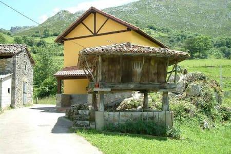CASA ENTRE MONTAÑAS CERCA DE LA PLAYA - Asturias - Lodge immerso nella natura