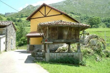CASA ENTRE MONTAÑAS CERCA DE LA PLAYA - Asturias - Nature lodge