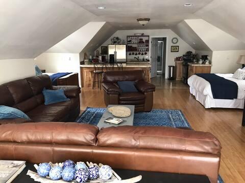 Cozy studio near Foster Lake!