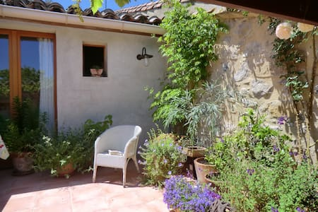 Peaceful B&B in converted wine cave - Bize-Minervois