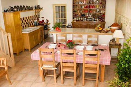 Peaceful B&B in converted wine cave - Bed & Breakfast