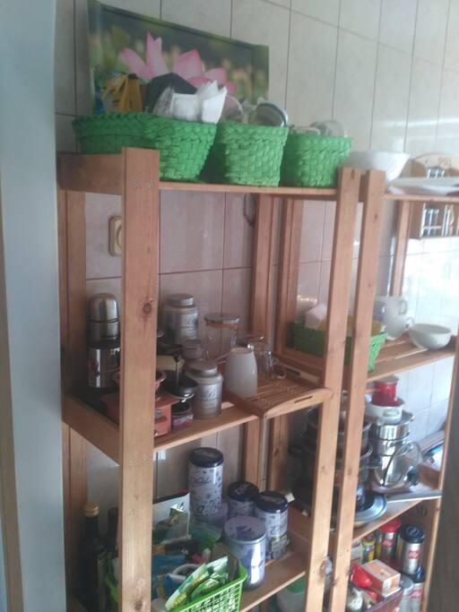 Кухня 5м.кв., плита, посуда, стиральная машина, чай/кофе.