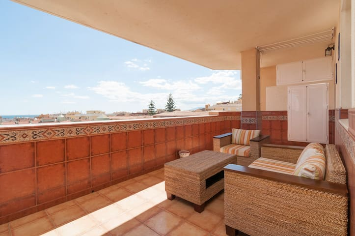 Large south facing terrace - Rincón de la Victoria - Apartemen