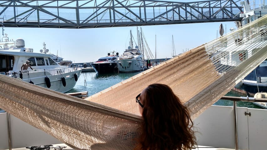 CAPTAIN ROOM on a YACHT en-suite + Wifi, Bike, SUP - Barcelona - Boat