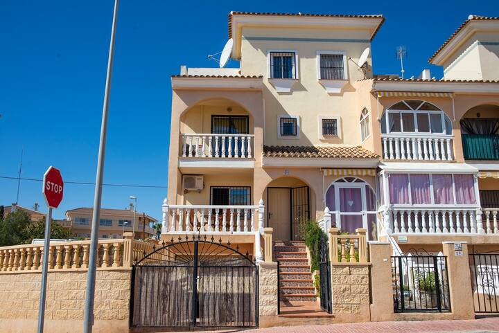 Fabulous 4 Bed  Villa with large Private Pool