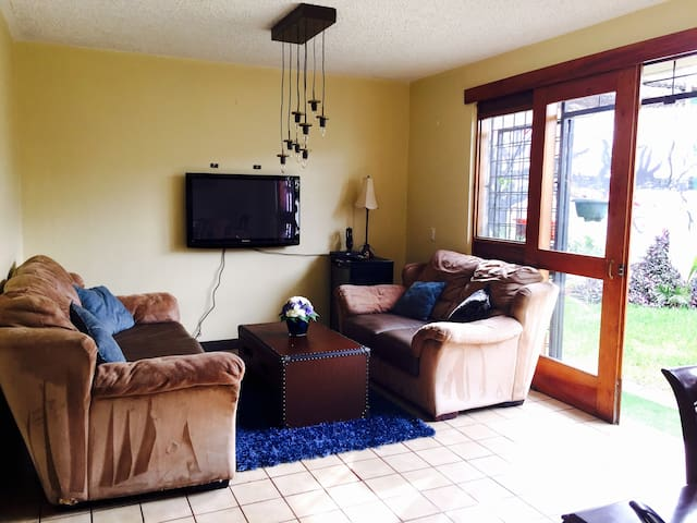Large, cosy apartment for 3 people max, with patio - San Jose - Apartamento