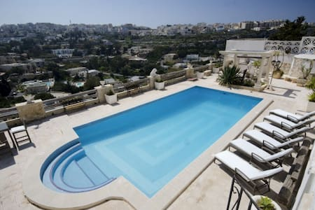LUXURY VILLA WITH VERY LARGE POOL - Mellieha - Villa