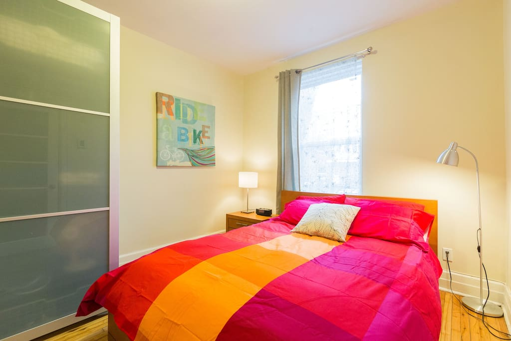 The aptmt can accomodate  4 guests: 2 in bedroom (Queen size bed), 2 on sofa bed