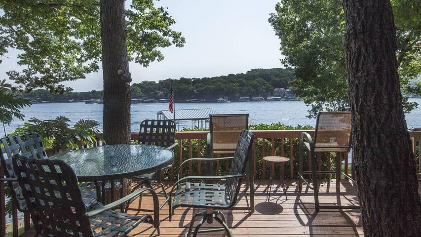 Convenient Lakefront Home – Gorgeous Views – Dock - Sunrise Beach - Hus