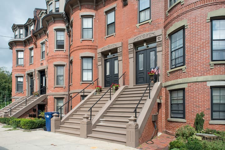 4 Beds 2 Baths in Luxury Brownstone - Boston - Leilighet