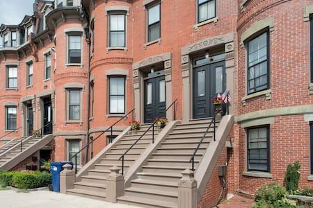 4 Beds 2 Baths in Luxury Brownstone - 波士顿 - 公寓