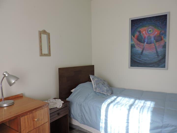 Impecable y soleada habitación en Recreo