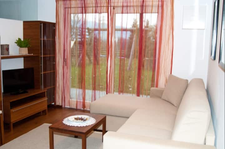 """Charming Apartment """"Kronsun - Ruhe"""" with Mountain View, Wi-Fi, Balcony, Terrace & Garden; Parking Available"""